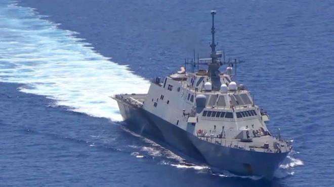 1 chiến hạm tác chiến ven bờ của Hải quân Mỹ khi tuần tra ở Biển Đông hồi cuối năm 2015 đã bị một tàu Trung Quốc bám theo quấy nhiễu.