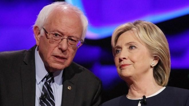 Thượng nghị sỹ Bernie Sanders và bà Hillary Clinton.
