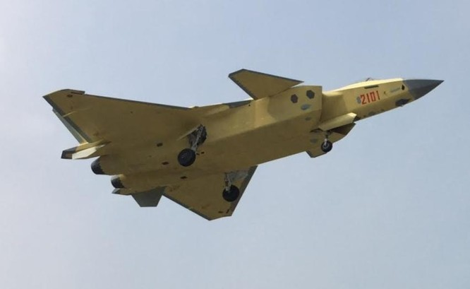 Máy bay chiến đấu tàng hình J-20 Trung Quốc.