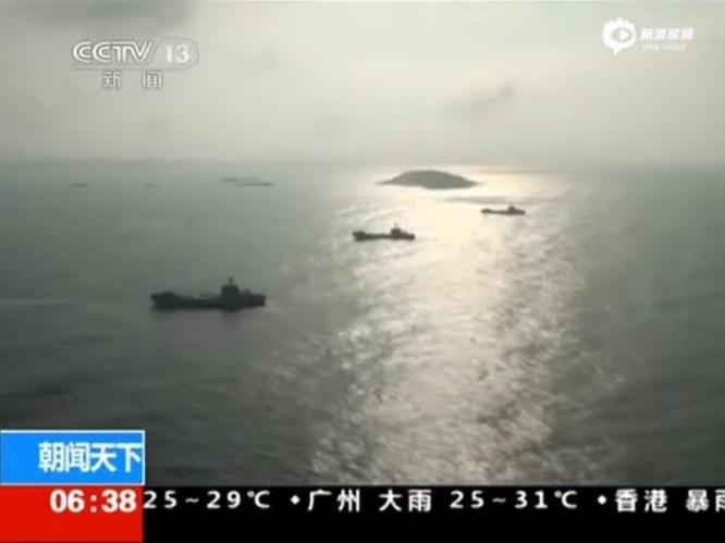 Diễn tập đổ bộ lập thể nhiều binh chủng của Hạm đội Nam Hải, Hải quân Trung Quốc tổ chức ở Biển Đông vào tháng 7/2015. Nguồn: Sina Trung Quốc.