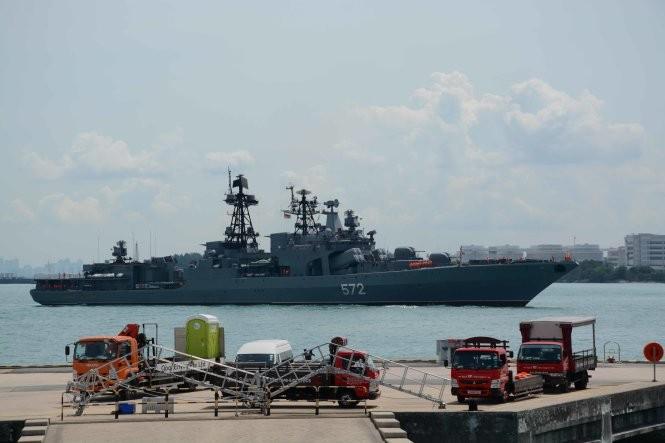 Tàu chiến Nga cập cảng Changi