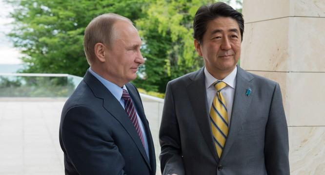 Tổng thống Nga Putin và Thủ tướng Nhật Bản Abe.