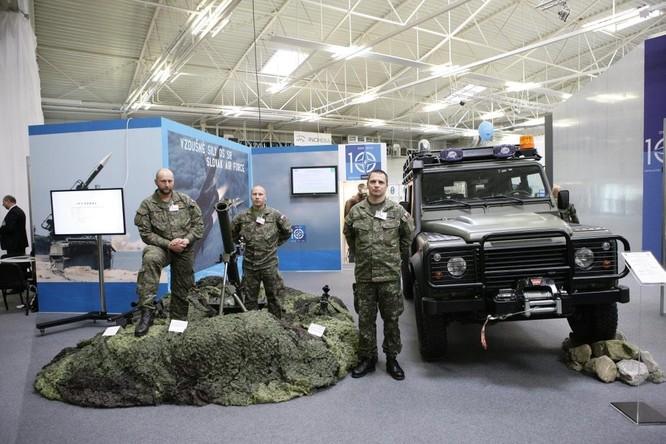 Vũ khí xuất hiện tràn ngập tại triển lãm quân sự lớn nhất Trung Âu ảnh 2