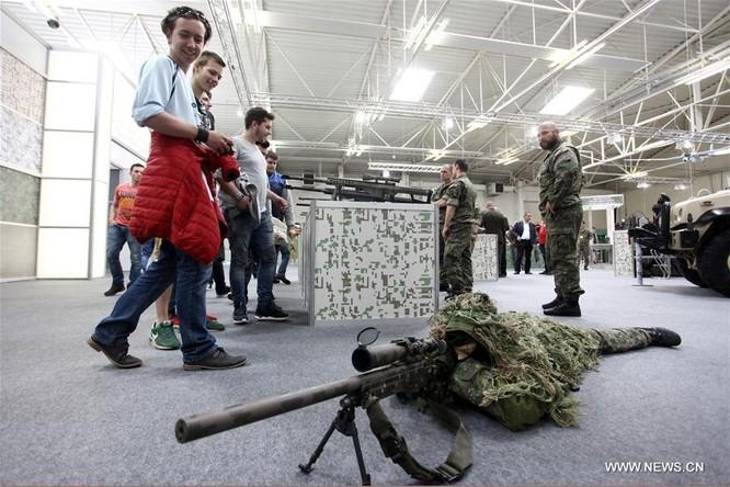 Vũ khí xuất hiện tràn ngập tại triển lãm quân sự lớn nhất Trung Âu ảnh 3