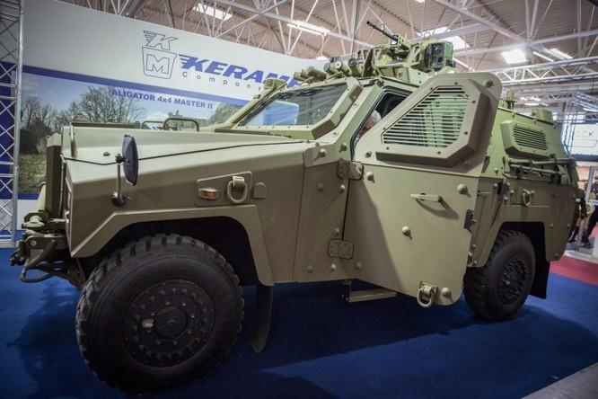 Vũ khí xuất hiện tràn ngập tại triển lãm quân sự lớn nhất Trung Âu ảnh 1