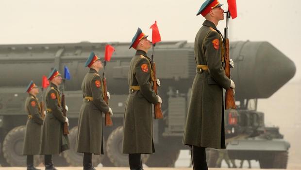 Tên lửa đạn đạo Topol M của Nga.