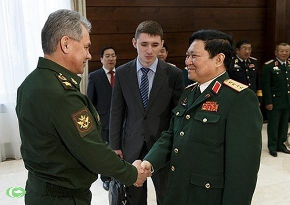 Hai bộ trưởng quốc phòng Nga - Việt tại Moscow.