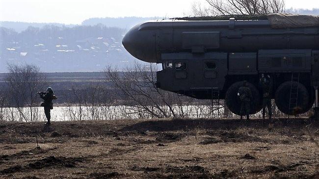 Tên lửa đạn đạo di động Topol-M của Nga.