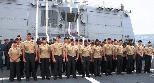 Thủy thủ đoàn tàu USS William P Lawrence.