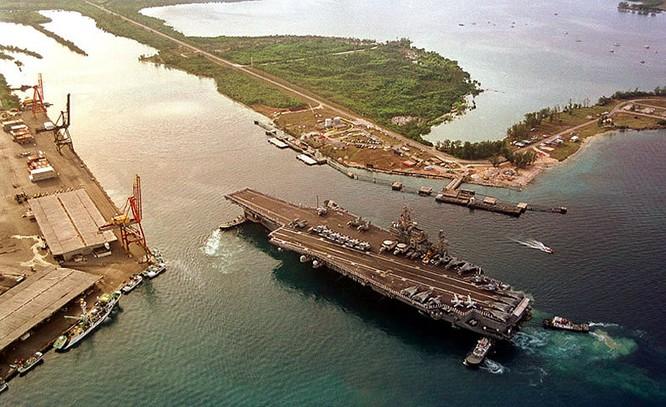 Tàu sân bay Mỹ ở Guam.