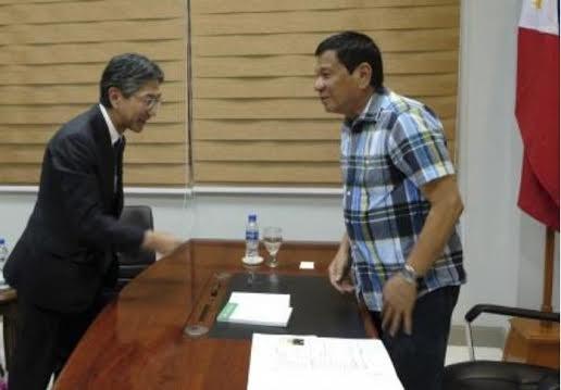 Tổng thống cử Philippines Rodrigo Duterte tiếp kiến Đại sứ Nhật Bản Kazuhide Isihikawa ngày 16/5/2016.