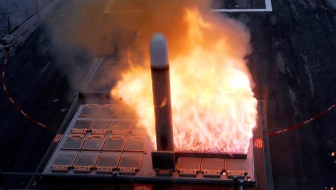 Chiến hạm Mỹ phóng tên lửa Tomahawk.