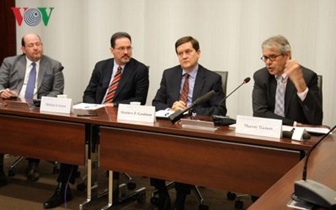 Gặp gỡ báo chí về chuyến thăm của Tổng thống Barack Obama đến Việt Nam tại Trung tâm nghiên cứu Chiến lược và Quốc tế (CSIS) ở Washington DC. (ảnh VOV)
