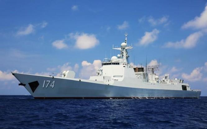 Tàu khu trục tiên tiến nhất Hợp Phì số hiệu 174 Type 052D của Hải quân Trung Quốc biên chế cuối năm 2015, tham gia cuộc tập trận trên Biển Đông, trong đó có khoa mục đối kháng tàu nổi-tàu ngầm. Nguồn ảnh: Tân Hoa xã, Trung Quốc..