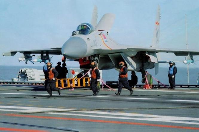 Huấn luyện trên tàu sân bay Liêu Ninh, Hải quân Trung Quốc. Nguồn ảnh: Thời báo Hoàn Cầu, Trung Quốc.