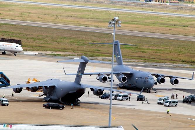 Tải trọng của US Air Force C-17 là 77.519 kg, chiều dài 53 m, có khả năng vận chuyển 77 tấn hàng hóa.