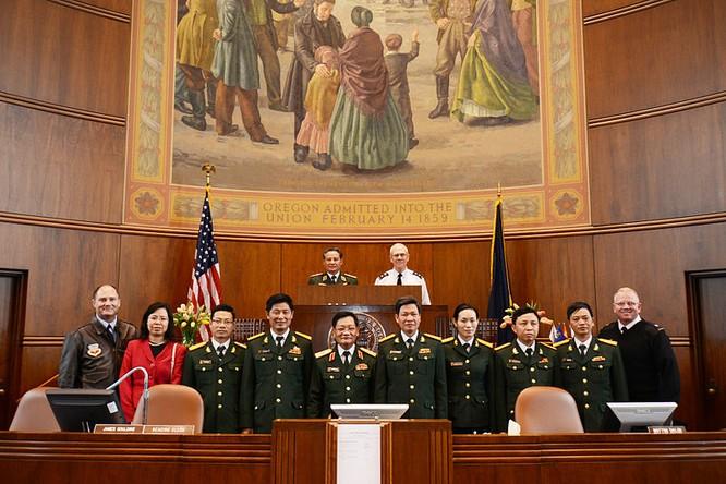 Phái đoàn quân sự Việt Nam sang thăm, giao lưu với Lực lượng vệ binh quốc gia bang Oregon, Hoa Kỳ tháng 5/2012 (ảnh tư liệu: Oregon National Guard).