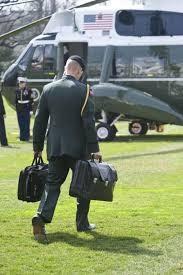 Ai là người xách vali hạt nhân cho Tổng thống Mỹ khi đến Việt Nam? ảnh 3