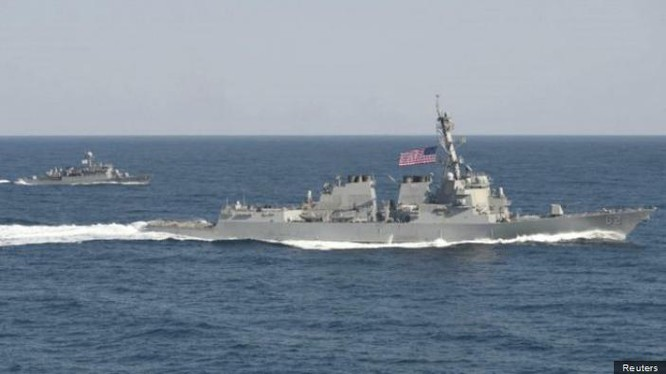 Ngày 27/10/2015, tàu khu trục USS Lassen Hải quân Mỹ tiến hành tuần tra vùng biển 12 hải lý đá Xu Bi thuộc quần đảo Trường Sa của Việt Nam, hiện do Trung Quốc chiếm đóng bất hợp pháp. Nguồn ảnh: Internet.
