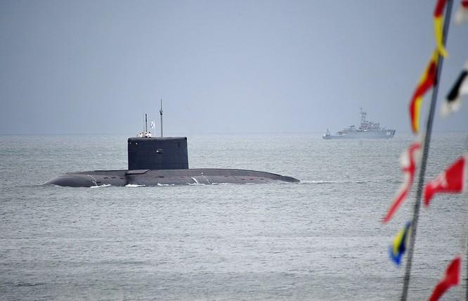 Tàu ngầm Kilo - loại Nga bán cho Việt Nam.