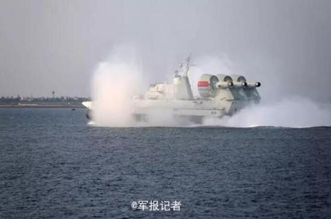Trung Quốc bất ngờ công bố thông tin đưa tàu đổ bộ Zubr tập trận ở Biển Đông ảnh 1