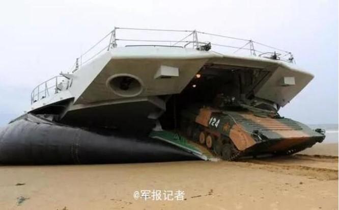Trung Quốc bất ngờ công bố thông tin đưa tàu đổ bộ Zubr tập trận ở Biển Đông ảnh 4