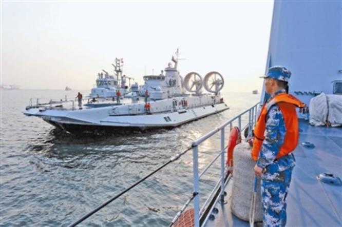 Tàu đổ bộ đệm khí Zubr trong cuộc diễn tập đánh chiếm đảo ở Biển Đông từ ngày 6 - 8/5/2016. Nguồn ảnh: Guancha.cn