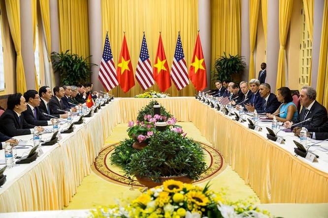 Các quan chức cấp cao của Hà Nội và Washington làm việc trong chuyến viếng thăm chính thức kéo dài 3 ngày của ông Obama (ảnh: Nhà Trắng).