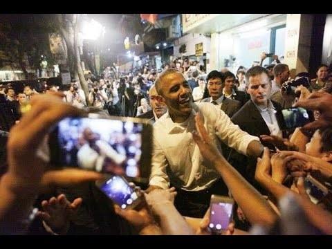 Ông Obama vui vẻ, hòa đồng với người dân thủ đô Hà Nội.