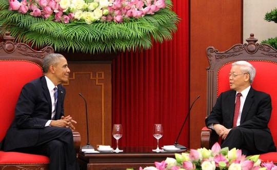 Tổng thống Obama đến chào Tổng Bí thư Nguyễn Phú Trọng. Ảnh: VOV