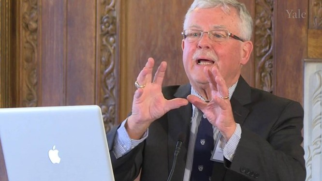 Giáo sư Carl Thayer.