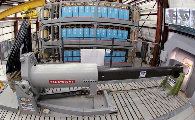 Pháo điện từ mới nhất của Hải quân Mỹ sẽ trang bị cho tàu chiến. Tàu khu trục DDG 1000 thứ ba sẽ trang bị loại pháo này. Nguồn ảnh: Sina Trung Quốc.