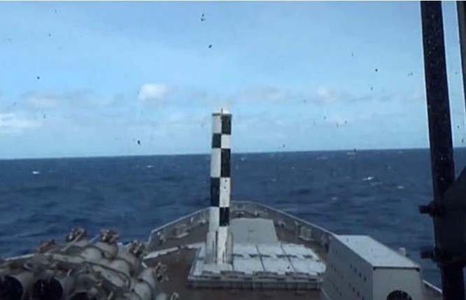 Ấn Độ bắn thử tên lửa hành trình BrahMos trên tàu khu trục.