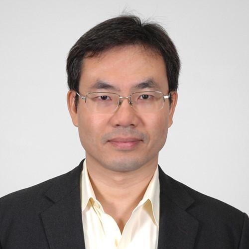 Giáo sư Alexander L. Vuving làm việc tại Trung tâm Nghiên cứu an ninh châu Á-Thái Bình Dương ở Honolulu, Mỹ. Ông là chuyên gia trong các lĩnh vực về an ninh châu Á, Đông Nam Á, Trung Quốc, Việt Nam và Biển Đông.