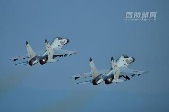 Máy bay chiến đấu J-11BH Trung Quốc.