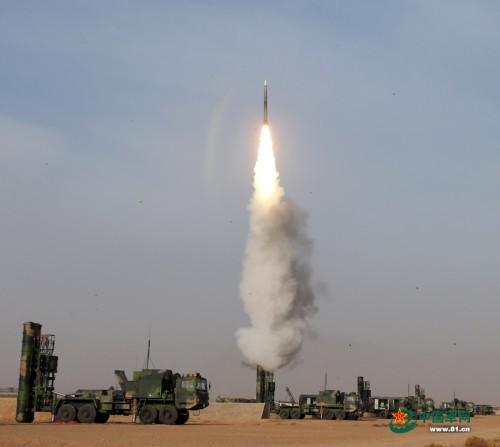 Tên lửa phòng không HQ-9 Trung Quốc.