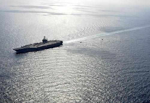 Tàu sân bay USS Ronald Reagan cơ động trên Biển Đông. Ảnh tư liệu.