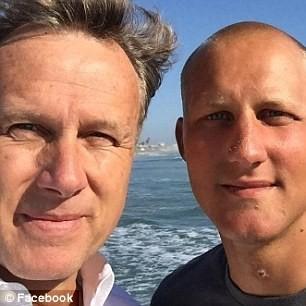Ông Steve (trái) đang muốn Hải quân phải thay đổi để ngăn chặn những vụ tự sát tương tự trong tương lai (Nguồn: Daily Mail)