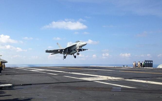 Tàu sân bay động cơ hạt nhân USS John C Stennis, Hải quân Mỹ trên Biển Đông. Nguồn ảnh: Hãng tin AP Mỹ.