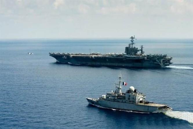 Biên đội tàu sân bay Mỹ và tàu hộ vệ FS Guepratte Hải quân Pháp tiến hành tuần tra chung trên Biển Đông. Nguồn ảnh: Thời báo Hoàn Cầu, Trung Quốc.