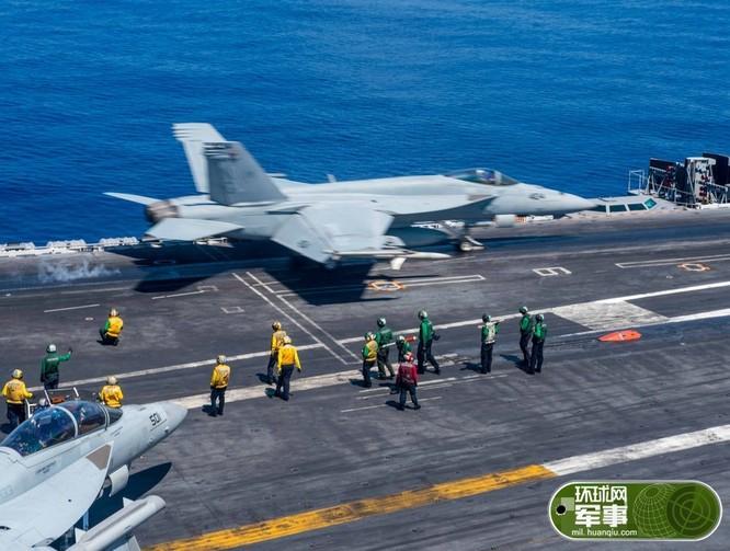 Ngày 19/5/2016, tàu sân bay USS John C. Stennis Hải quân Mỹ tiến hành huấn luyện cất hạ cánh máy bay trên Biển Đông. Nguồn ảnh: Thời báo Hoàn Cầu, Trung Quốc.