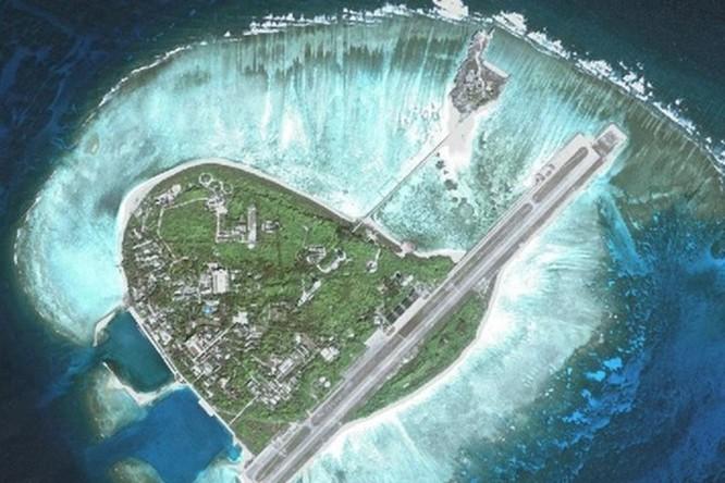 Trung Quốc chiếm đóng và xây dựng bất hợp pháp đảo Phú Lâm - quần đảo Hoàng Sa, Việt Nam.
