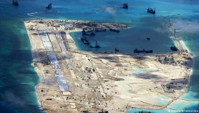 Trung Quốc lấn biển, xây đảo nhân tạo quy mô lớn bất hợp pháp ở Biển Đông. Nguồn ảnh: Deutsche Welle