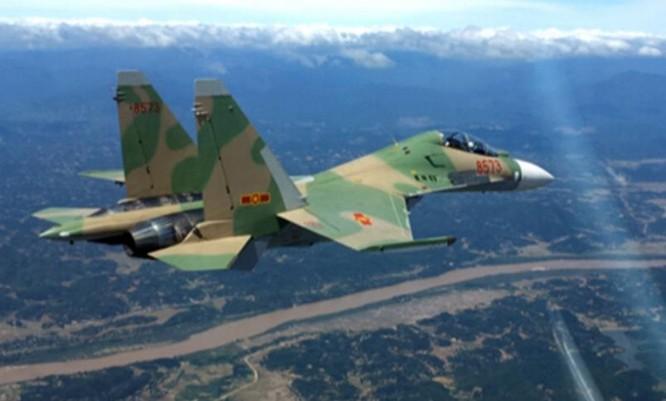 Máy bay chiến đấu Su-30MK2 của Không quân Việt Nam tiến hành huấn luyện. Nguồn ảnh: Thời báo Hoàn Cầu, Trung Quốc.
