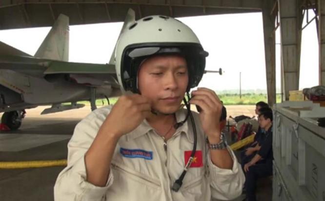 Phi công Trần Quang Khải của chiếc máy bay chiến đấu Su-30MK2 số hiệu 8585 mất tích. Nguồn ảnh: Thời báo Hoàn Cầu, Trung Quốc.