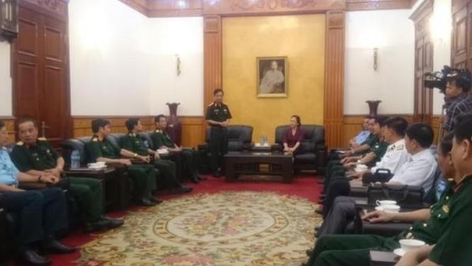 Trung tướng Phan Văn Giang, Tổng Tham mưu trưởng Quân đội nhân dân Việt Nam làm việc với lãnh đạo thành phố Hải Phòng về công tác phối hợp tìm kiếm cứu nạn.