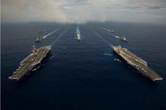 Mỹ điều hai tàu sân bay gồm USS John C. Stennis và USS Ronald Reagan đồng thời tuần tra Biển Đông. Ảnh: ETtoday.