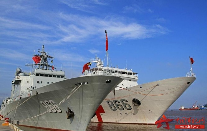 Ngày 16/6/2016, biên đội tàu chiến Hải quân Trung Quốc gồm tàu khu trục Tây Án, tàu hộ vệ Hoành Thủy, tàu tiếp tế Cao Bưu Hồ, tàu bệnh viện Hòa Bình Phương Châu, tàu cứu hộ tàu ngầm Trường Đảo lên đường đến Hawaii tham gia cuộc tập trận hải quân đa quốc gia Vành đai Thái Bình Dương-2016. Ảnh: Thời báo Hoàn Cầu, Trung Quốc.