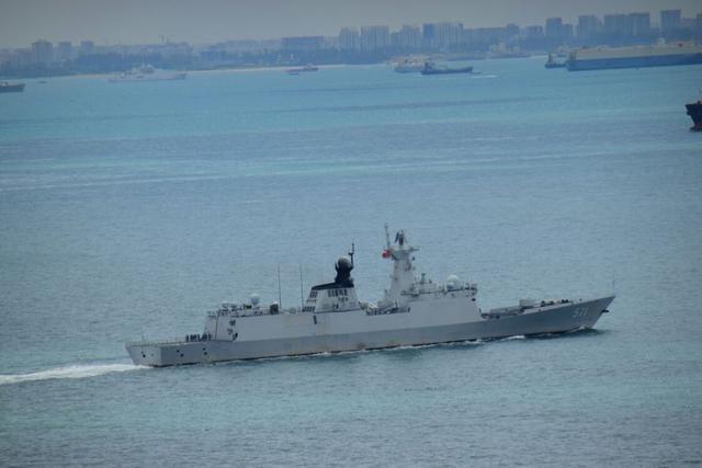 Tàu hộ vệ tên lửa Vận Thành Type 054A Hạm đội Nam Hải, Hải quân Trung Quốc đi qua eo biển Malacca. Ảnh: news.qq.com.