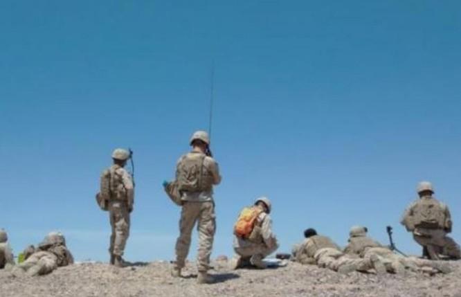 Binh sĩ Thủy quân lục chiến Mỹ phối hợp với chi viện đường không trong một cuộc diễn tập.